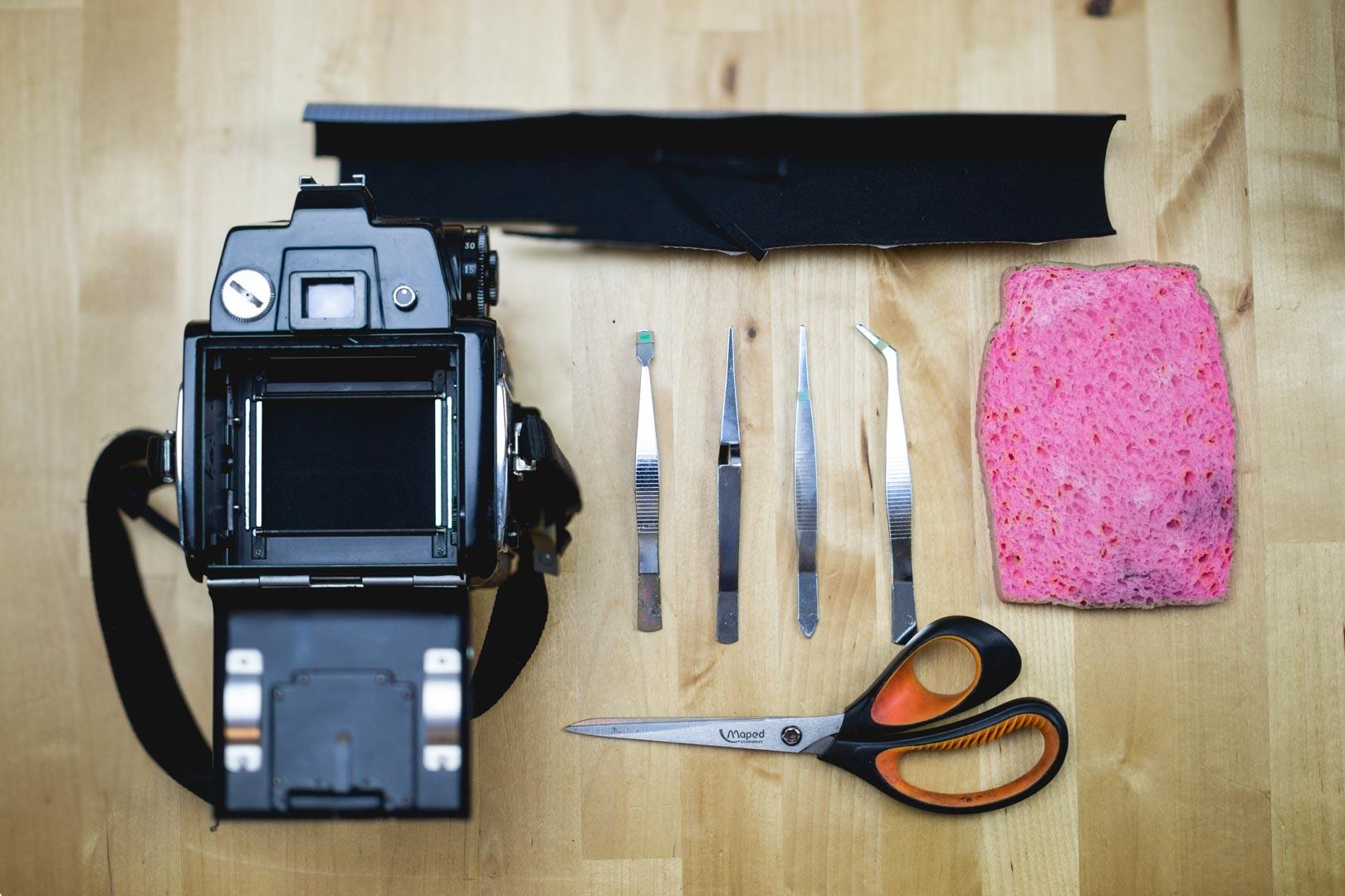 Comment remplacer les mousses de son appareil photo argentique ?